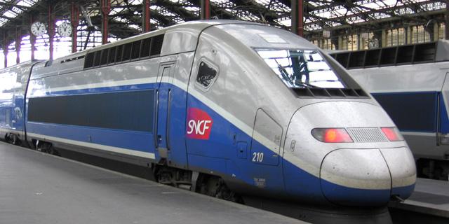 עובדים 3 ימים בשבוע - עובדי הרכבת בצרפת פותחים בשביתה בת 3 חודשים