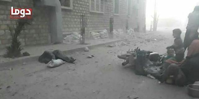 דיווחים על יותר מ-100 הרוגים בתקיפה כימית בסוריה; רוסיה מכחישה