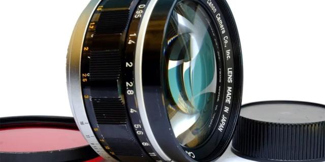 עדשת המצלמה שלו נגנבה ואז גילה שהיא נמכרת באיביי ב-65 אלף דולר