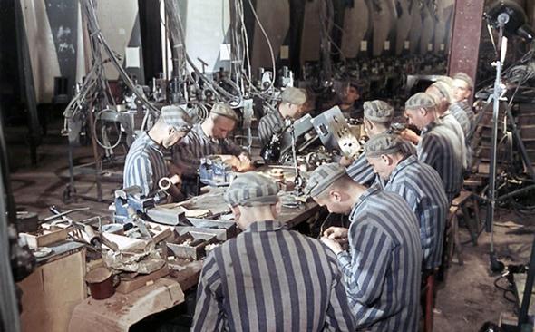 עבדים יהודים במכלול ייצור נאצי
