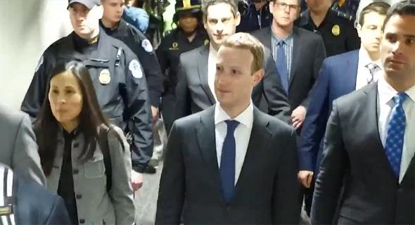מארק צוקרברג בדרך להעיד בפני הסנאט