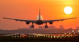 מטוס נוחת נמל תעופה נחיתה , צילום: שאטרסטוק