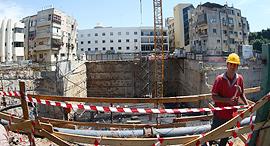 עבודות בנייה של מגדל מגורים הבור בפרישמן תל אביב, צילום: אוראל כהן