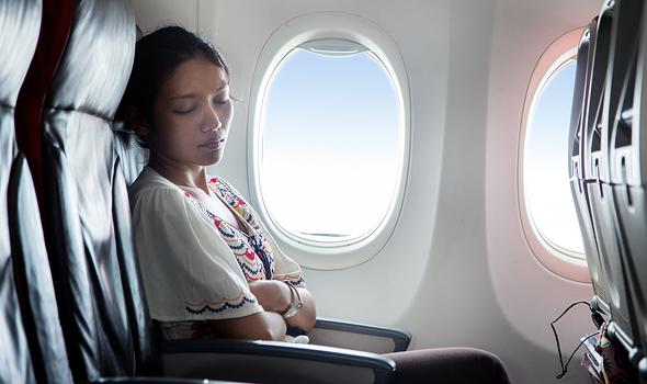 נסו לנוח בטיסה