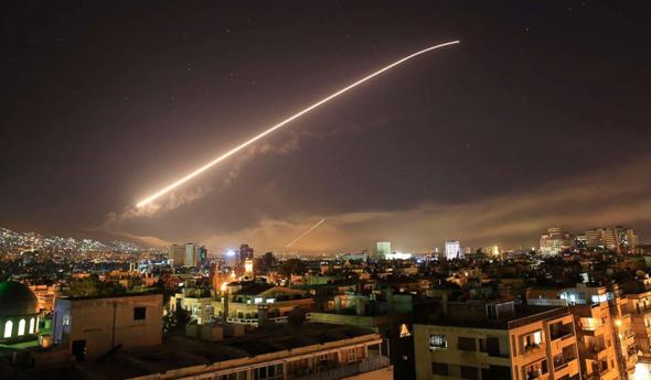 טיל אמריקאי בדרכו למטרה בדמשק