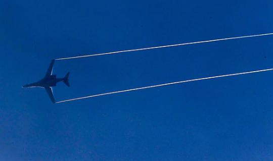 מפציץ B1 בדרך לתקיפה בסוריה, צילום: רויטרס