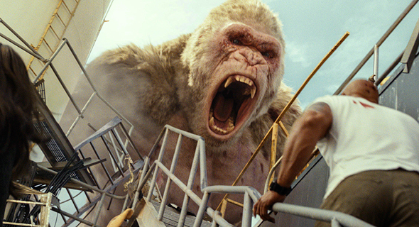 """דוויין ג'ונסון והגורילה ב""""פרא"""". יש גם זאב עצום ותנינפלצת"""