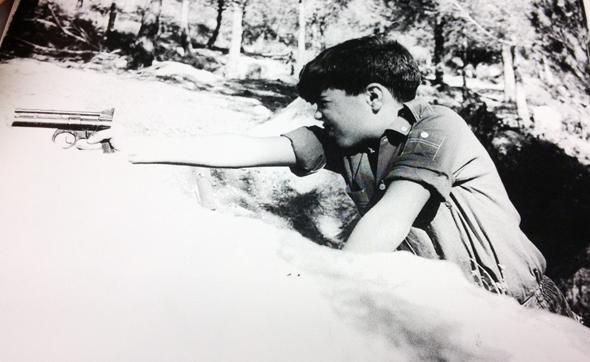"""גיורא (גוני) הרניק בילדותו. רעיה: """"הוא היה ילד מאוד ישראלי"""""""