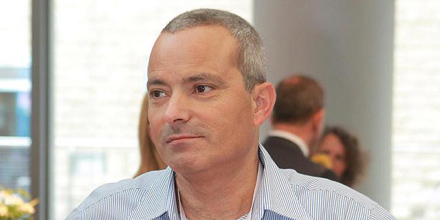 """הראל השקיעה בשתי קרנות של המנכ""""ל לשעבר שמעון אלקבץ"""