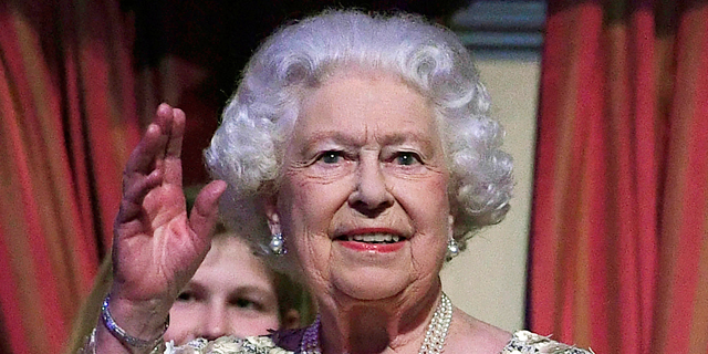 אני והיפות שלי בארמון: מלכת אנגליה מחפשת מנהל מדיה חברתית