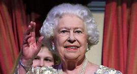 מלכת אנגליה אליזבת חוגגת 92 , צילום: איי פי