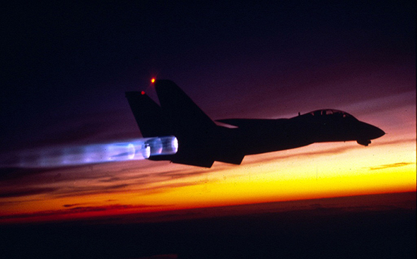 F14 בטיסה עם מבער אחורי פתוח