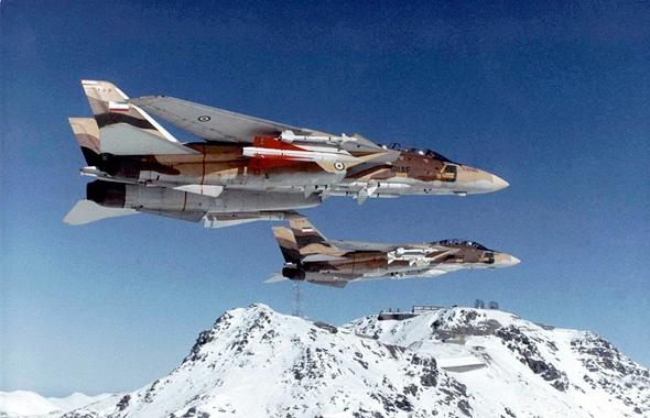 """מטוסי F14 בשירות איראן, תחת כנפיהם טילי נ""""מ הוק, שהותאמו לשיגור מוטס"""