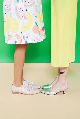 אביב נעורים מימין נעליים של אמריה ו נעליים של noon פנאי, צילום: אפרת אשל