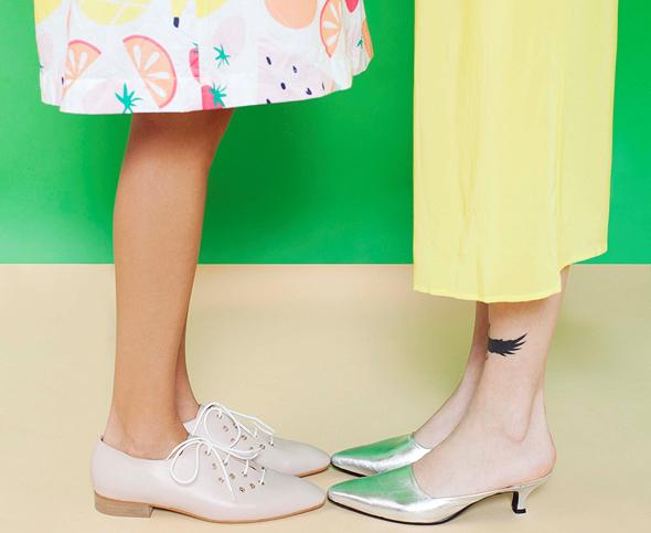 מימין: נעליים של אמריה. 576 שקל במקום 720 שקל. משמאל: נעליים של noon. 840 שקל במקום 1,050 שקל