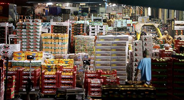 השוק הסיטונאי הזמני שהוקם בצריפין. הריכוזיות בשוק הירקות והפירות לא תשתנה