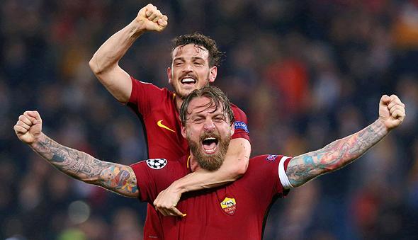 שחקני רומא חוגגים ניצחון על ברצלונה, צילום: רויטרס