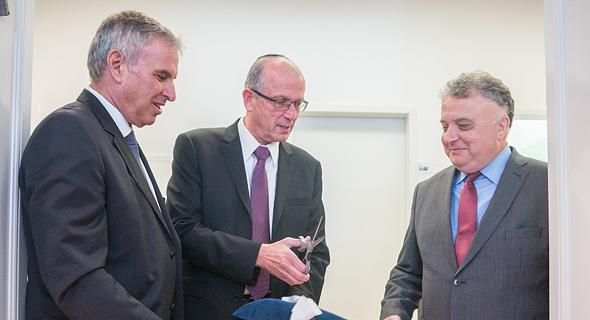 """חנוכת הסניף בברלין. מימין: ג'רמי יששכרוף שגריר ישראל בגרמניה, יוסי וייס מנכ""""ל תע""""א ואייל דנן, מנהל משלחת תע""""א באירופה"""