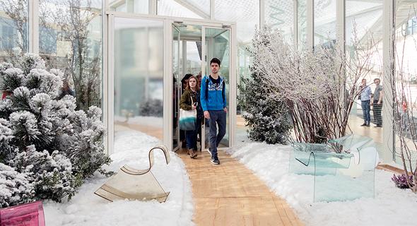 Living Nature, מיצב שמשלב בין חממה לבית ומדמה את ארבע עונות השנה תחת גג אחד, צילום: LAURIANGHINITOIU