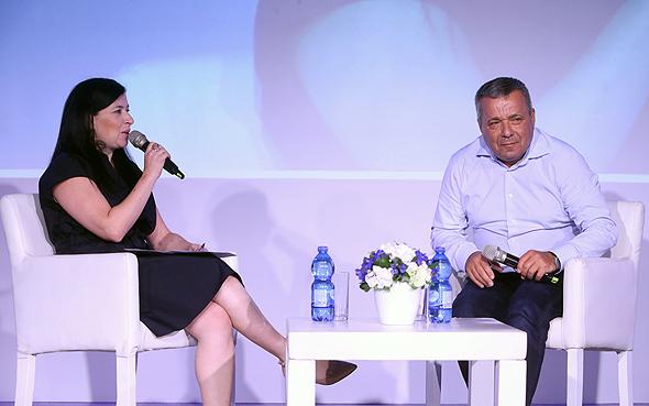 """מימין: אורי יהודאי, מנכ""""ל פרוטרום וסופי שולמן, עורכת שוק ההון ב""""כלכליסט"""""""