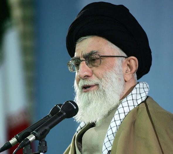 המנהיג העליון עלי ח'מינאי. המשטר מעוניין לגנוב זמן