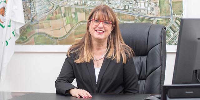 """ראשת העירייה יעלה מקליס. """"התוכנית תשנה את ליבת העיר"""" , צילום: דוברות עיריית יהוד- מונוסון"""