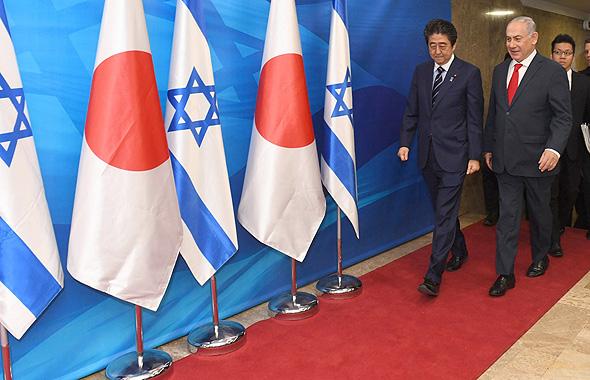 """בנימין נתניהו וראש ממשלת יפן שינזו אבה, צילום: חיים צח, לע""""מ"""