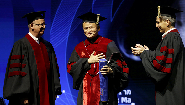 Jack Ma receiving an honorary doctorate from Tel Aviv University. Photo: Amit Sha'al