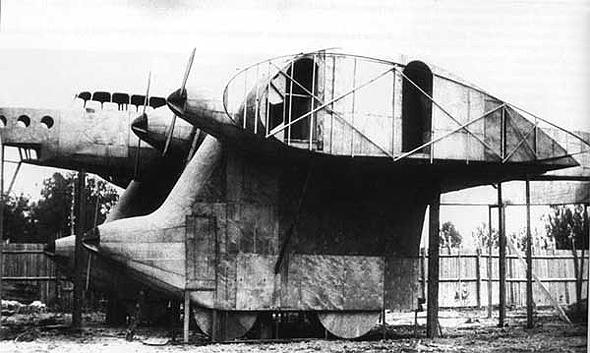 Ka7 בשלב בניית אב הטיפוס; שימו לב לעובי הכנף