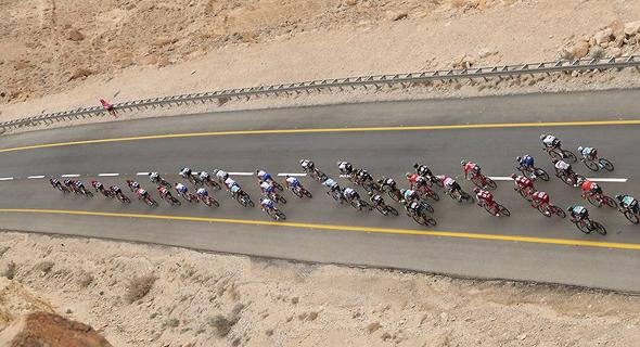 הרוכבים במכתש רמון, צילום: אורן אהרוני