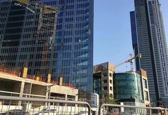 בניית מגדלי משרדים, צילום: אריק דורי