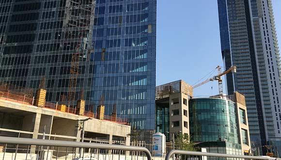 בניית מגדלי משרדים , צילום: אריק דורי