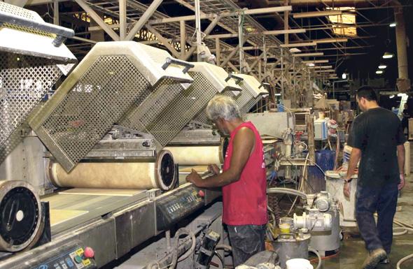 """המפעל שנגב הקימו ב־2013 נידון מראש לכישלון. במקום לפנות לחדשנות הם הלכו על מוצר פשוט שהצטרף לתחרות קיימת"""", צילום: מאיר אזולאי"""