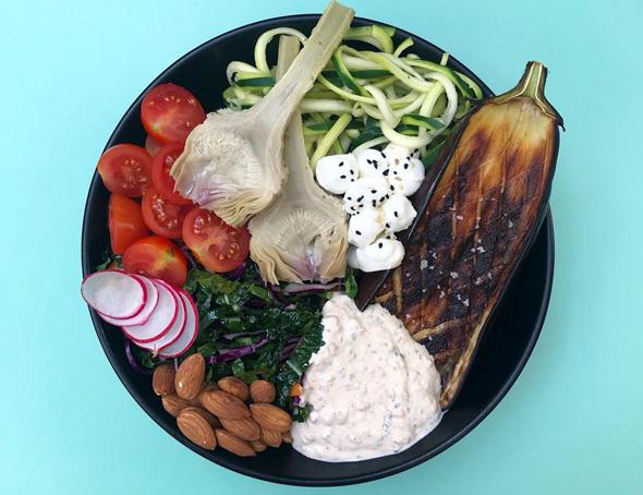 קערת ירקות עם זודלס - נודלס מזוקיני, צילום: אלמוג גורביץ