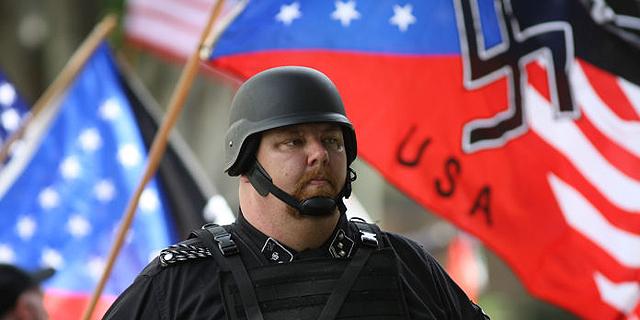 """ניאו נאצי בהפגנה בארה""""ב, צילום: גטי אימג"""