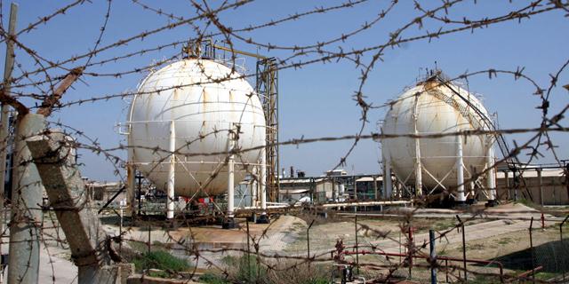 מפעל תעשיות אלקטרוכימיות בעכו, צילום: גיל נחושתן