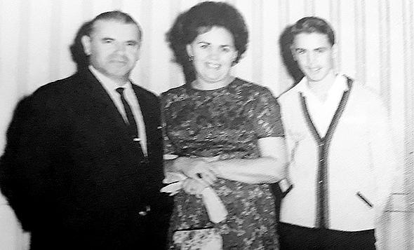1965 - שמואל דונרשטיין עם הוריו מרים ומוט