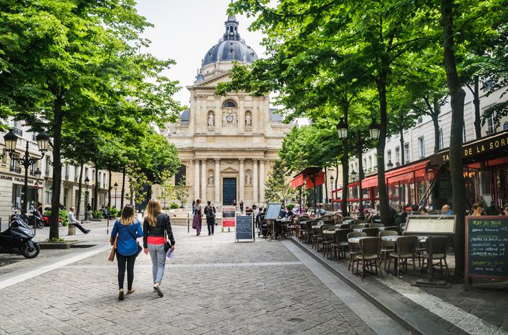 הסורבון בפריז. סיכוי טוב למצוא עבודה לסטודנטים בעיר