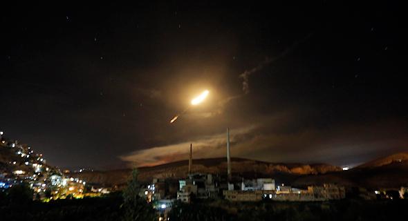 """נ""""מ סורי בשמי דמשק לאחר תקיפת חיל האוויר (צילום ארכיון), צילום: אי פי איי"""