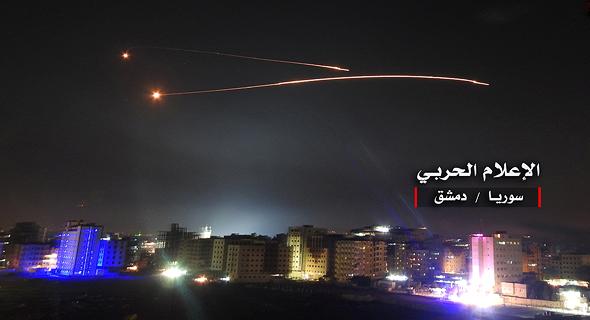 """נ""""מ סורי בשמי דמשק בעת תקיפה של יעדים בסוריה"""