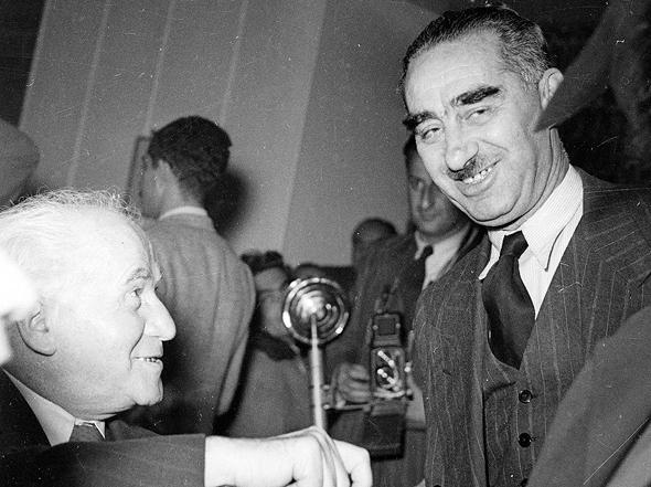 דב יוסף עם ראש הממשלה הראשון דוד בן גוריון