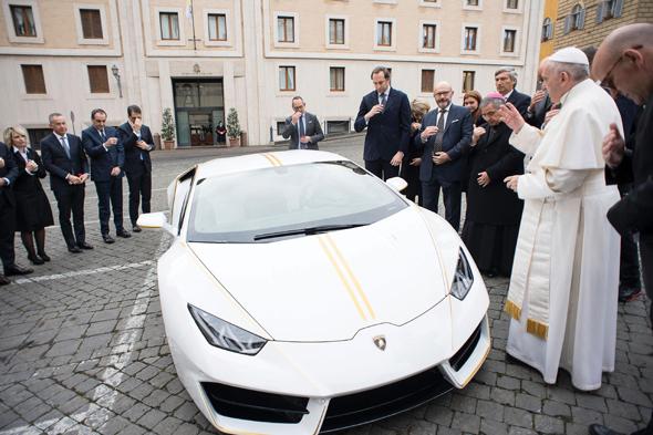 למבורגיני הוראקאן של האפיפיור פראנסיס