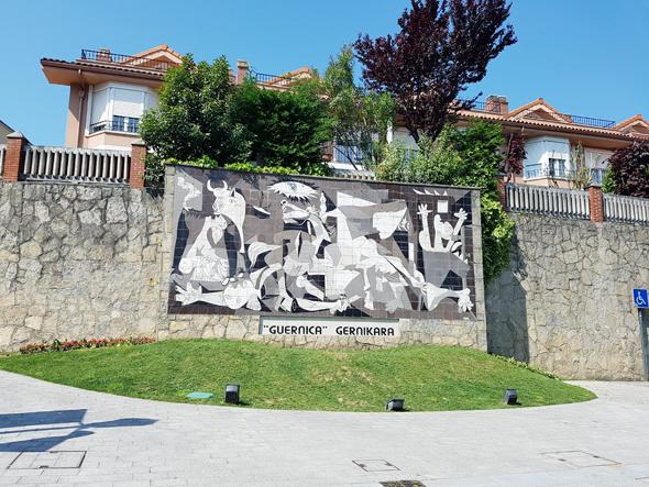 העתק היצירה של פיקאסו בעיר גרניקה