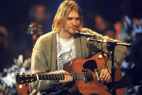 קורט קוביין והגיטרה בהופעת האנפלאגד ב-MTV, צילום: גטי אימג