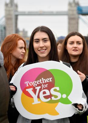 הפגנה בלונדון בנושא חוק ההפלות באירלנד