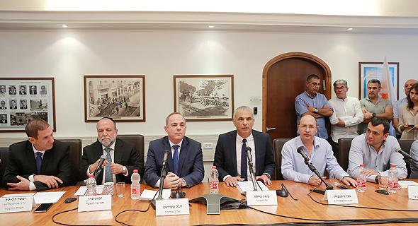 מסיבת עיתונאים במשרדי חברת החשמל בתל אביב לרגל החתימה על הרפורמה במשק החשמל