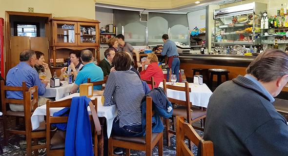 מסעדה עממית בסנטיאגו דה קומפוסטלה