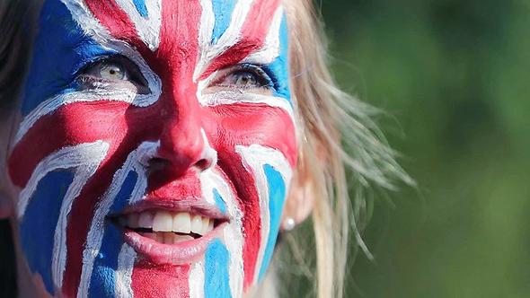 תושבת בריטניה ממתינה לחתונה, הבוקר, צילום: רויטרס