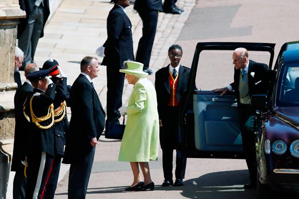 המלכה אליזבת בחתונה של הארי ומייגן