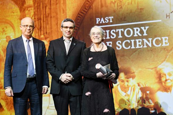מימין: קלר, אריאל דוד ופרופ' יוסף קלפטר בטקס פרס דן דוד, לפני שבועיים. קלר עשתה רעש כשתרמה את הפרס לארגוני זכויות אדם
